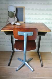 Vintage bureautje en stoeltje te koop voor 45 euro.