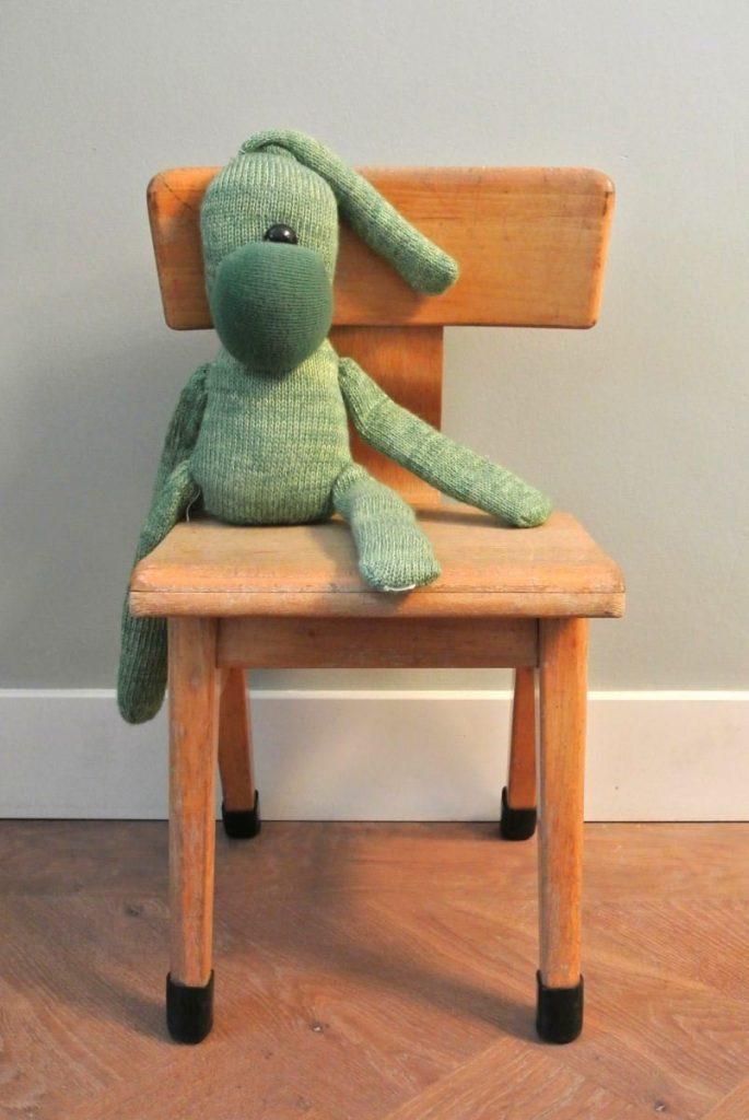 2 vintage schoolstoeltjes te koop: 25 euro per stuk, per 2 te koop | interesse? haskesommers@gmail.com