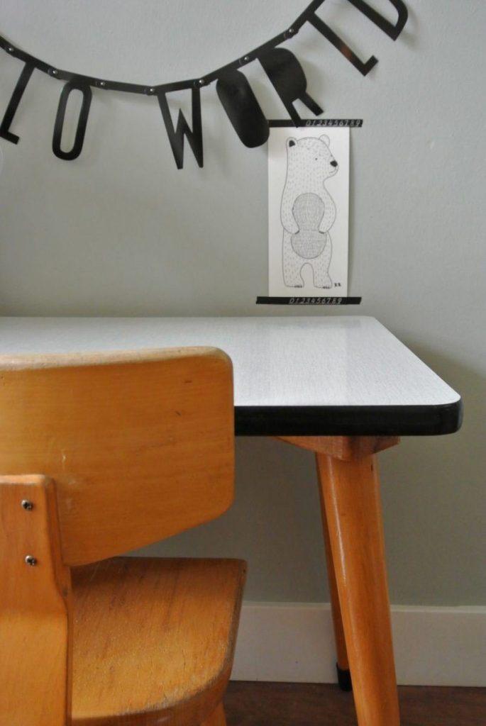 retro schooltafeltje met stoel: 62 euro | interesse? haskesommers@gmail.com | op te halen in Amsterdam