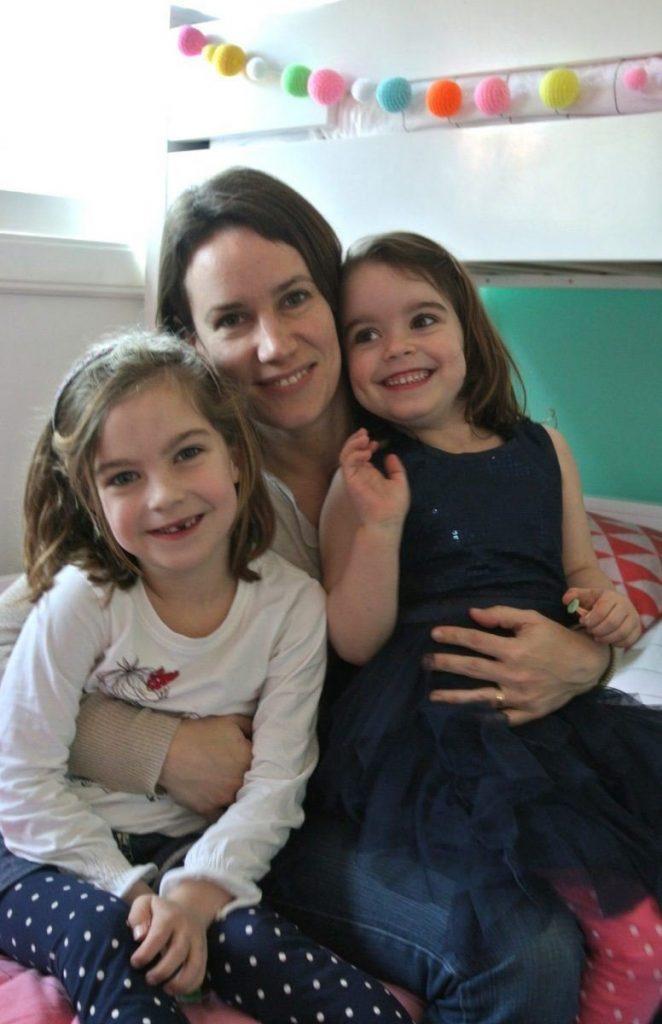 Marloes met haar 2 dochters