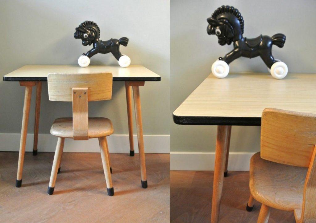 vintage houten schoolbureautje met stoeltje | 60 euro | interesse: haskesommers@gmail.com | op te halen in Amsterdam
