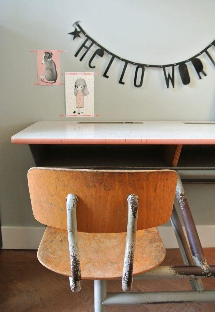 vintage schoolbureautje voor 2: 150 euro | interesse? haskesommers@gmail.com | op te halen in Amsterdam