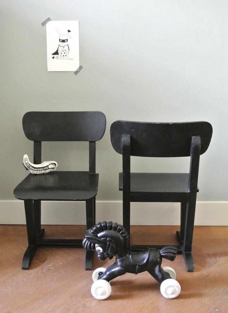 2 vintage kinderstoeltjes te koop, per stuk 25 euro. Ik verkoop ze samen | interesse? haskesommers@gmail.com | op te halen in Amsterdam