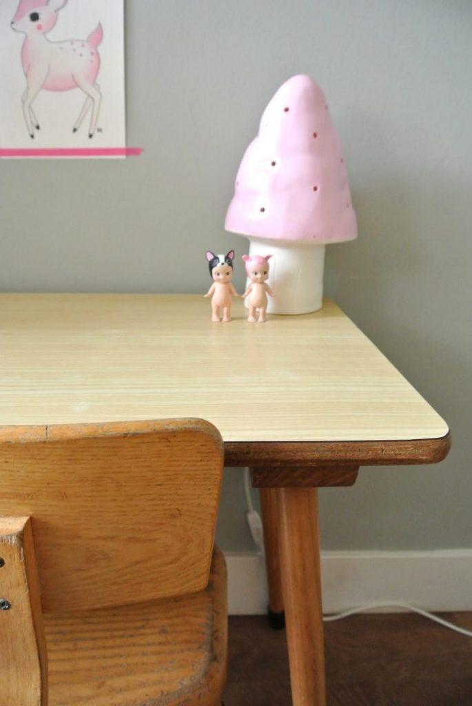 Hollands retro houten schooltafeltje met stoeltje: 62 euro | interesse? haskesommers@gmail.com | op te halen in Amsterdam