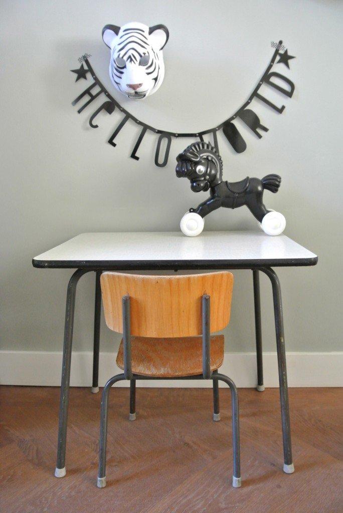 schooltafeltje met stoeltje| 59 euro | starterssetje, op te halen in Amsterdam | interesse? haskesommers@gmail.com