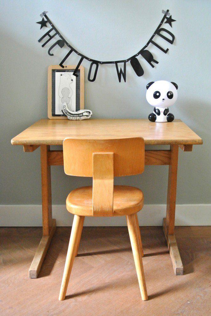 retro houten schooltafeltje met bijpassend stoeltje te koop | interesse? haskesommers@gmail.com | op te halen in Amsterdam