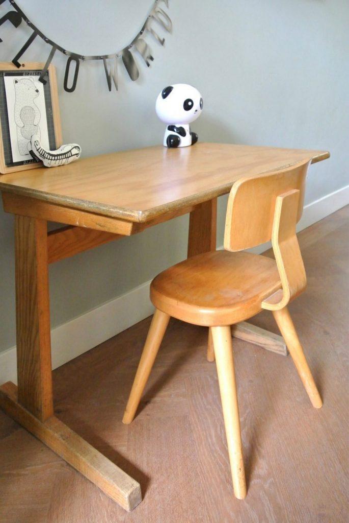 oud schooltafeltje met stoeltje te koop | interesse? haskesommers@gmail.com | op te halen in Amsterdam