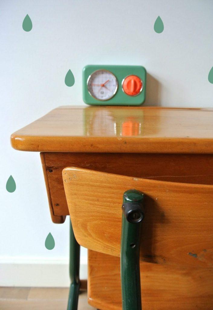 vintage kinderbureau met bijbehorende stoel: 79 euro, interesse? haskesommers@gmail.com | op te halen in Amsterdam