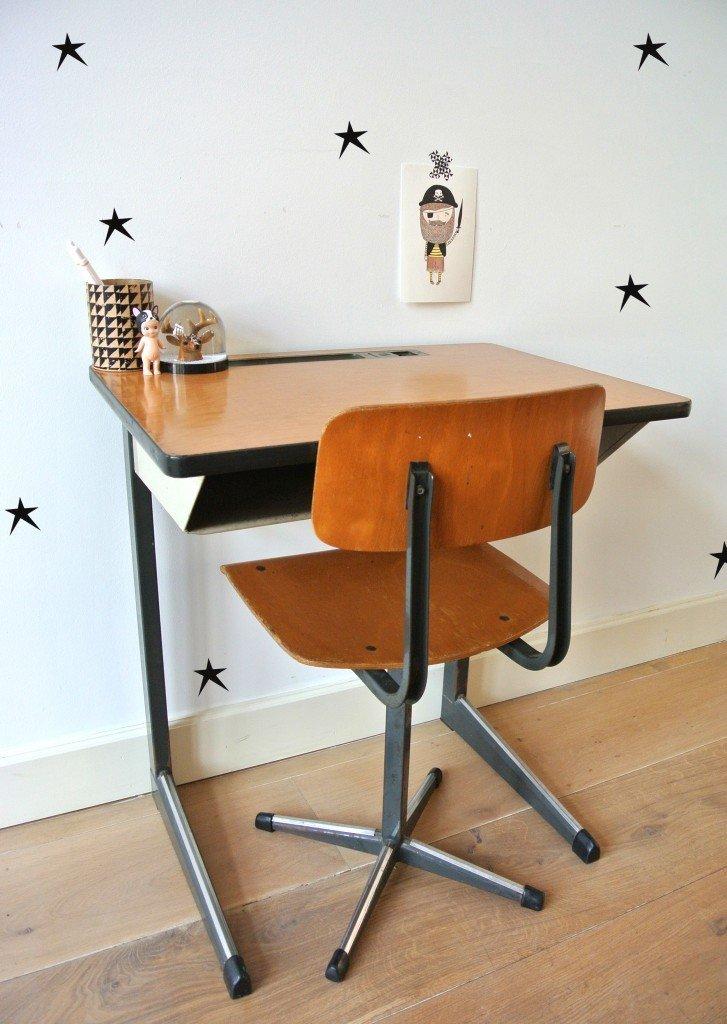 vintage schoolbureautje met stoeltje te koop: 79 euro | interesse? op te halen in Amsterdam: haskesommers@gmail.com