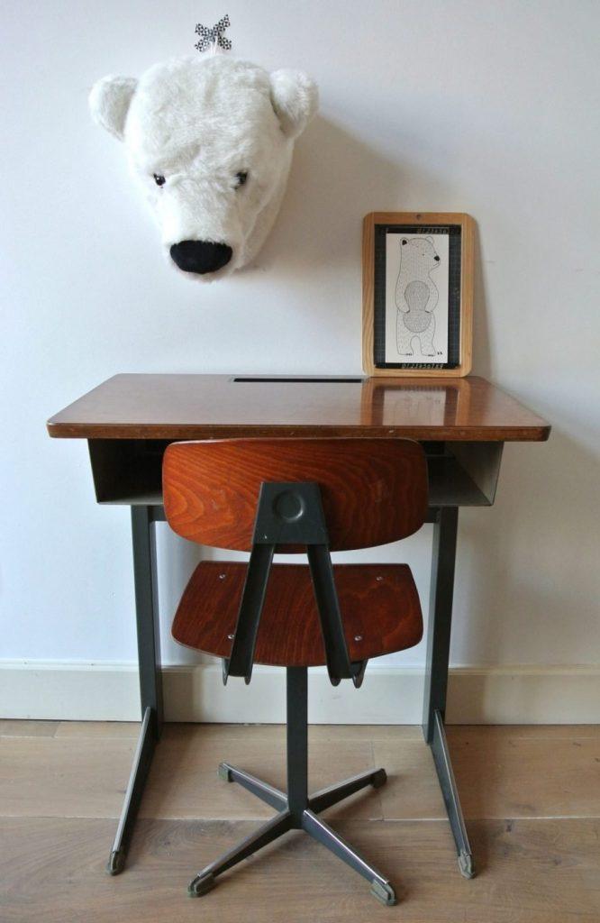 stoer vintage bureautje met stoel te koop: 89 euro: interesse? mail:haskesommers@gmail.com, op te halen in Amsterdam