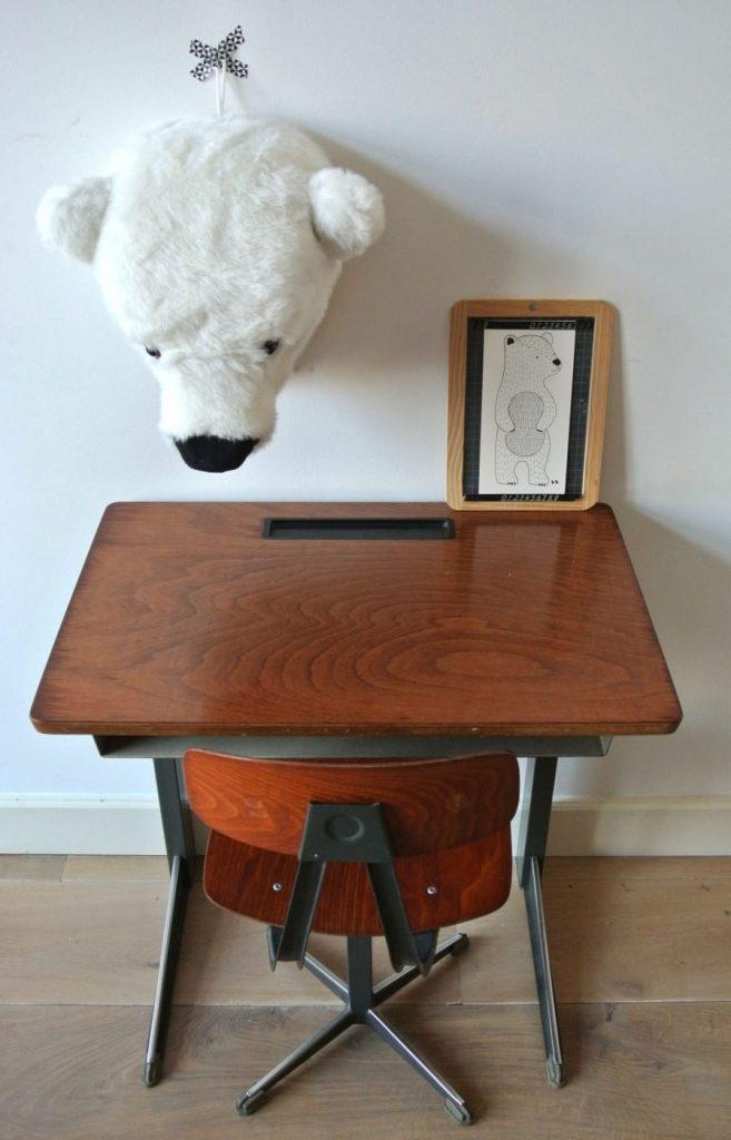 industrieel vintage bureautje met stoel te koop: 89 euro: interesse? mail:haskesommers@gmail.com, op te halen in Amsterdam