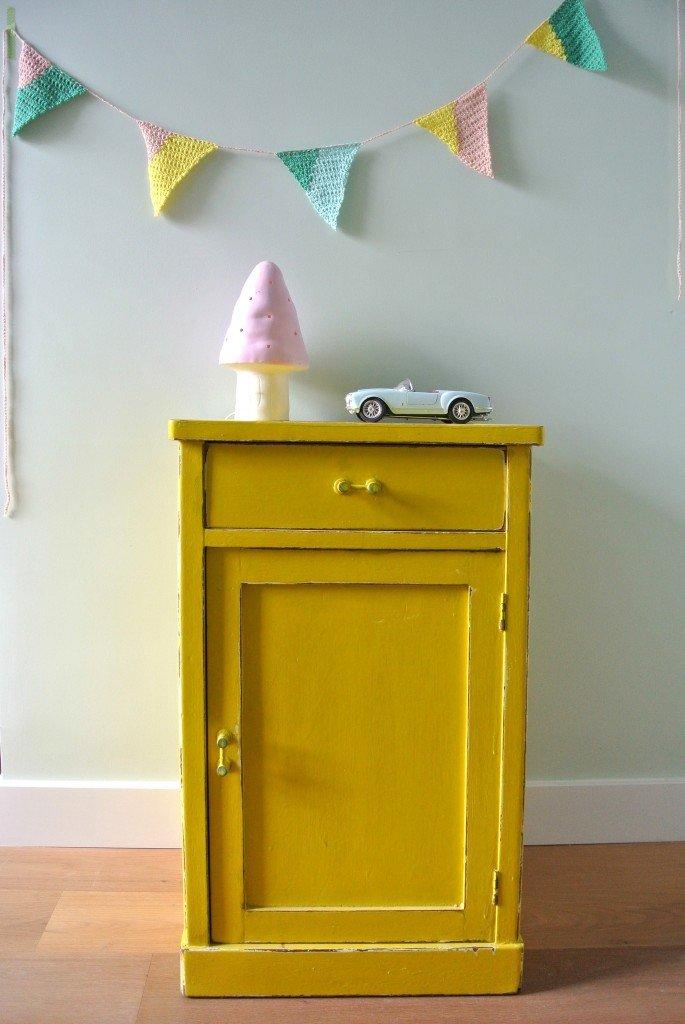 vintage geel kastje: Te Koop: 149 euro. Interesse? Mail:haskesommers@gmail.com