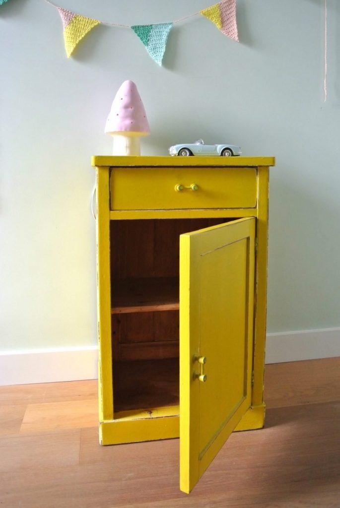 vintage geel kastje: Te Koop: 149 euro. Interesse? Mail:haskesommers@gmail.com: op te halen in Amsterdam