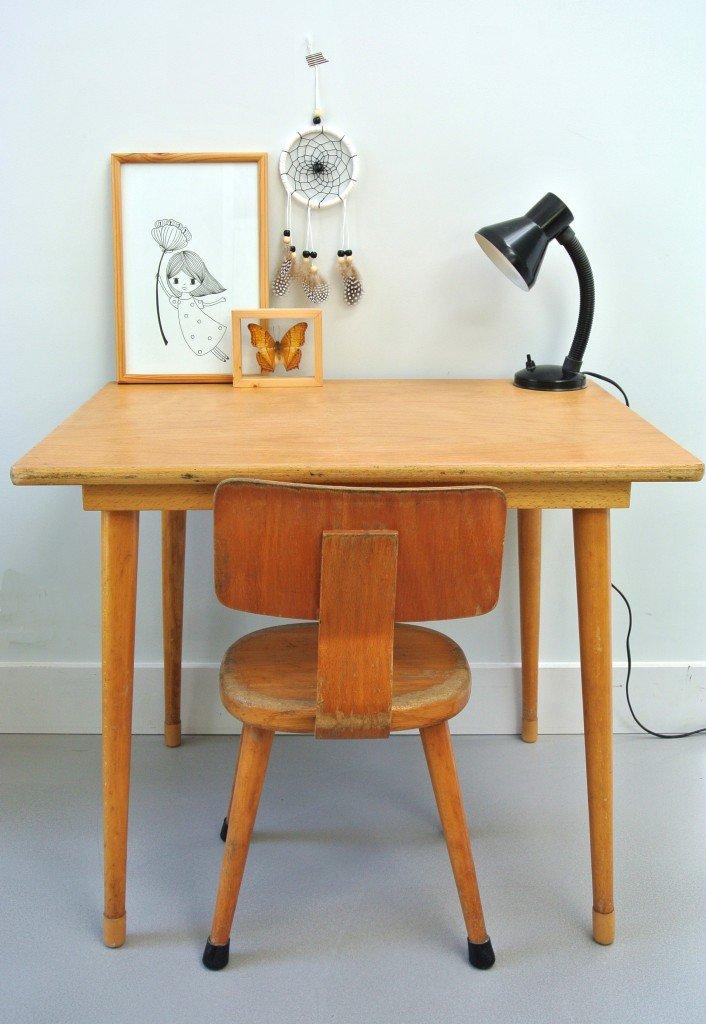 vintage schooltafeltje met stoeltje te koop: interesse? mail:haskesommers@gmail.com, op te halen in Amsterdam