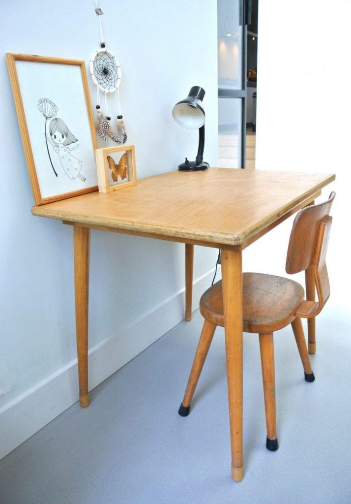 houten schoolbureautje met stoeltje te koop: interesse? Het setje kost 69 euro: mail:haskesommers@gmail.com, op te halen in Amsterdam