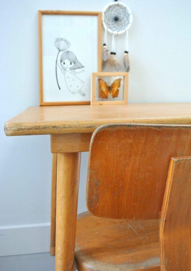 houten schoolsetje te koop: interesse? Het setje kost 69 euro: mail:haskesommers@gmail.com, op te halen in Amsterdam