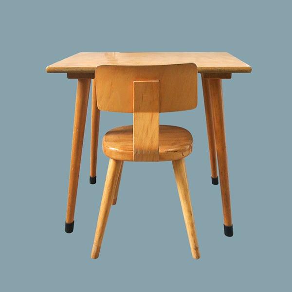 Dit vintage bureautje vind je bij de andere vintage meubeltjes die ik verkoop.