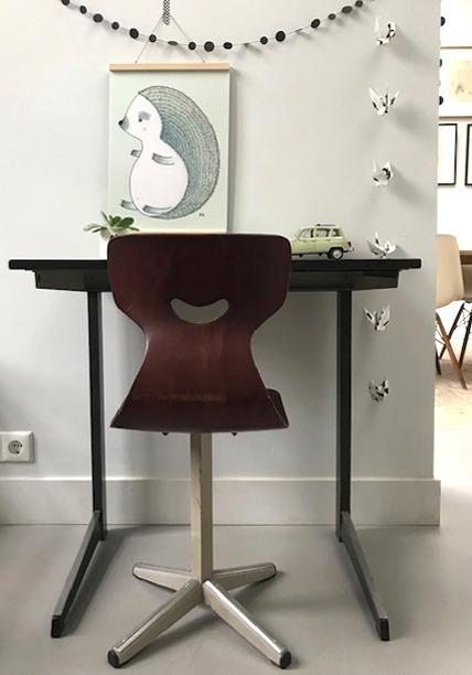 vintage industrieel bureautje met stoel