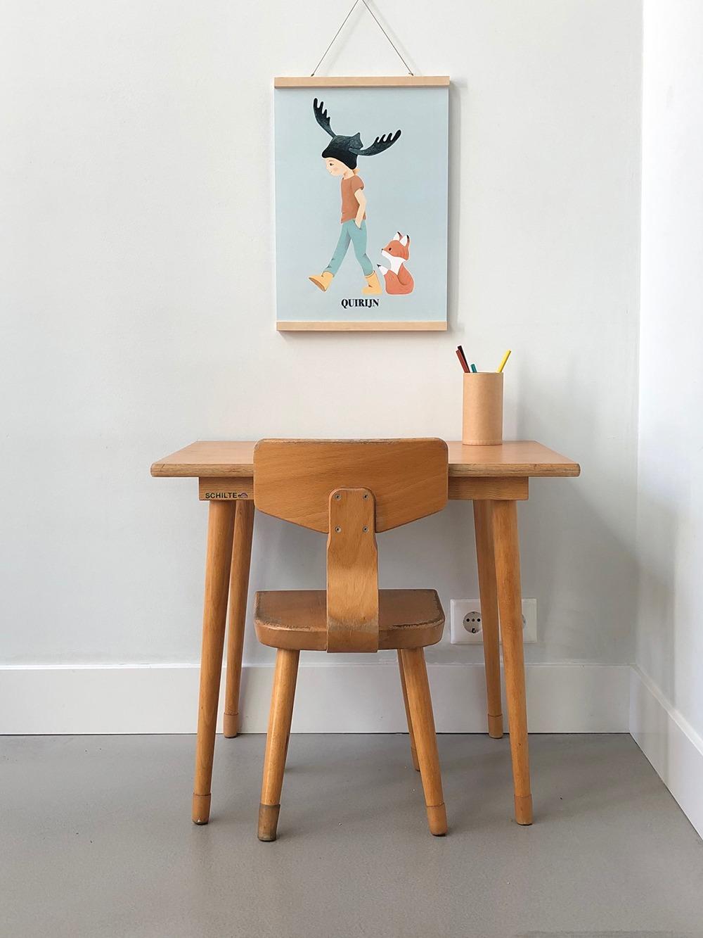 schilte tafeltje met stoel - kinderkamervintage - poster - jongenskamer - met naam